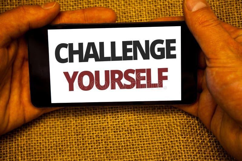 Tekstteken die Uitdaging zelf tonen De conceptuele foto Overwonnen Verbetering van de Vertrouwens Sterke Aanmoediging durft backg royalty-vrije stock afbeelding