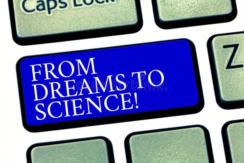 Tekstteken die van Dromen aan Wetenschap tonen Conceptuele fotoverbeelding omgezet in het Toetsenbordsleutel van de werkelijkheid royalty-vrije stock foto