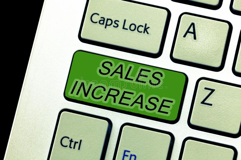 Tekstteken die Verkoopverhoging tonen De conceptuele foto kweekt uw zaken door manieren te vinden om verkoop te verhogen stock foto's