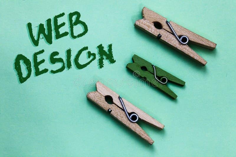 Tekstteken die Webontwerp tonen Conceptuele foto die van productie en behoud van websites Drie bruine groene vint verantwoordelij stock afbeelding