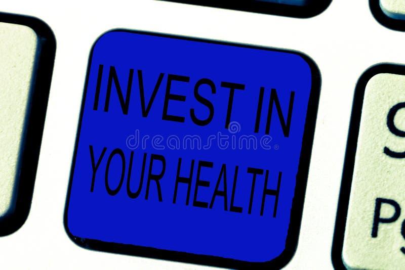 Tekstteken het tonen investeert in Uw Gezondheid De conceptuele foto leeft een Gezond Voedsel van de Levensstijlkwaliteit voor We royalty-vrije stock fotografie