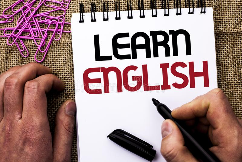Tekstteken het tonen leert het Engels De conceptuele fotostudie een andere Taal leert iets Buitenlandse die Mededeling door Mense royalty-vrije stock foto
