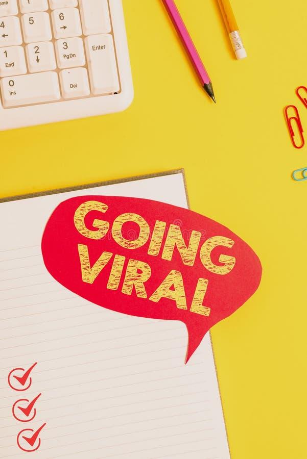 Tekstteken met Going Viral Conceptueel foto-video of link die zich snel door de populatie verspreidt Roze leeg stock foto's