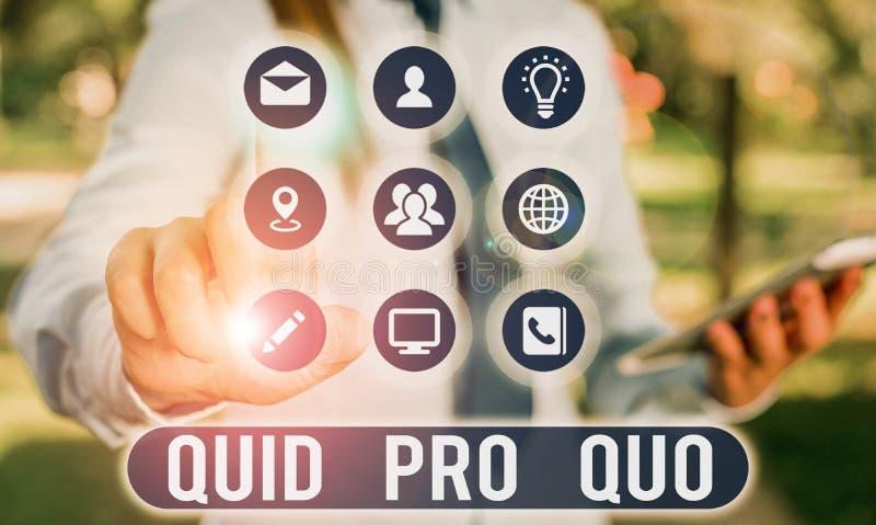 Tekstteken met Quid Pro Quo Conceptuele foto Een gunst of een voordeel verleend of verwacht in ruil voor iets royalty-vrije stock foto's