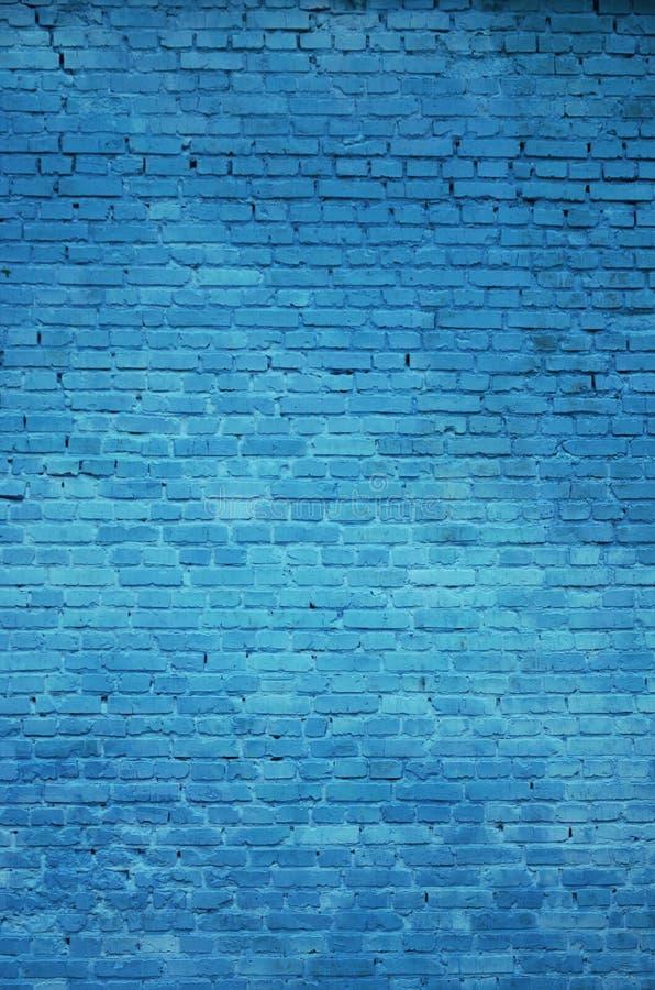 Tekstura ściana z cegieł wiele rzędy cegły malował w błękitnym kolorze obrazy stock