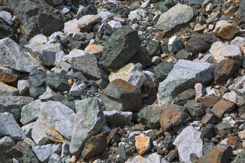 Tekstura ampuła kamienie w łupie dla ekstrakcji kamień obraz stock