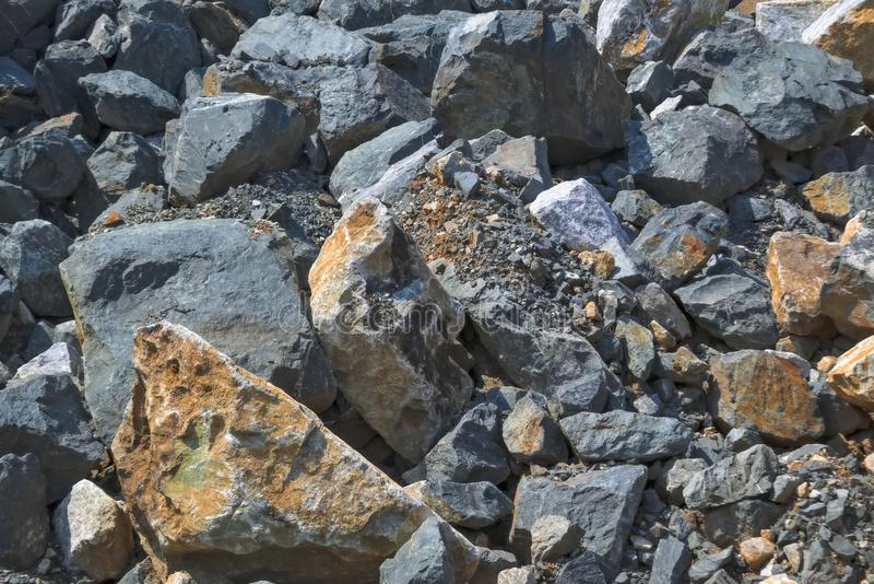Tekstura ampuła kamienie w łupie dla ekstrakcji kamień zdjęcia stock