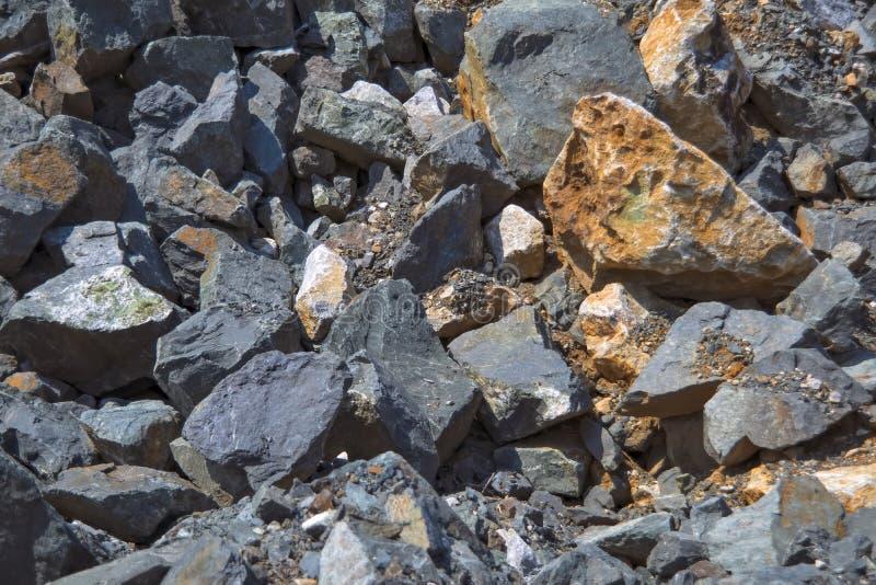 Tekstura ampuła kamienie w łupie dla ekstrakcji kamień fotografia stock