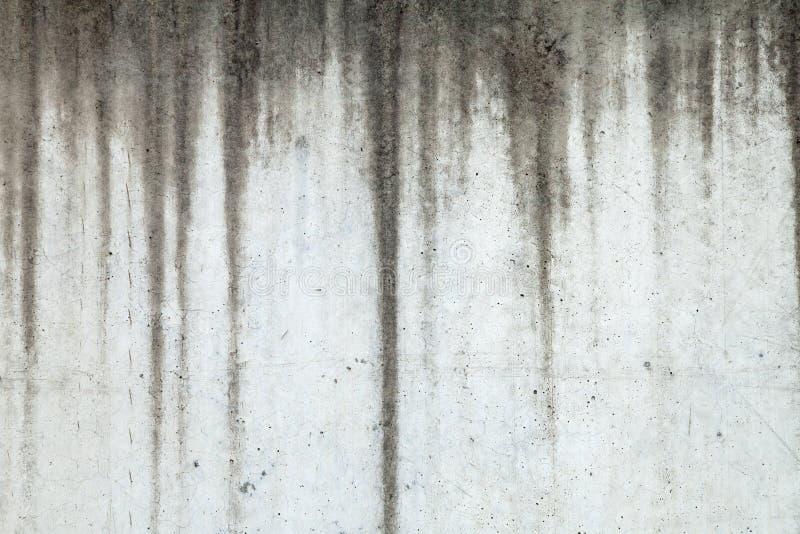 Tekstura betonowa ściana z Wodnymi ocenami Biega W dół obraz royalty free
