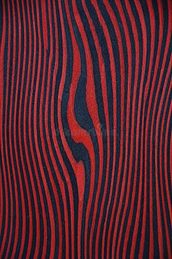 Tekstura egzotyczny drewno Czerwony tło z czarnymi lampasami fotografia stock
