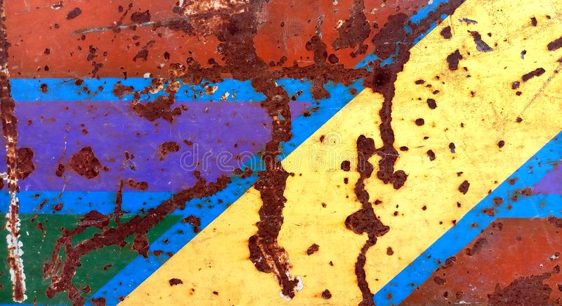 Tekstura ośniedziały żelazo, krakingowa farba na starej kruszcowej powierzchni zdjęcie stock