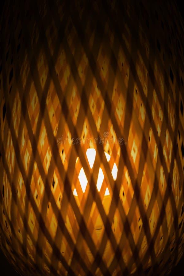 Tekstura przejrzysty światło od tkanej bambusowej lampy obraz royalty free