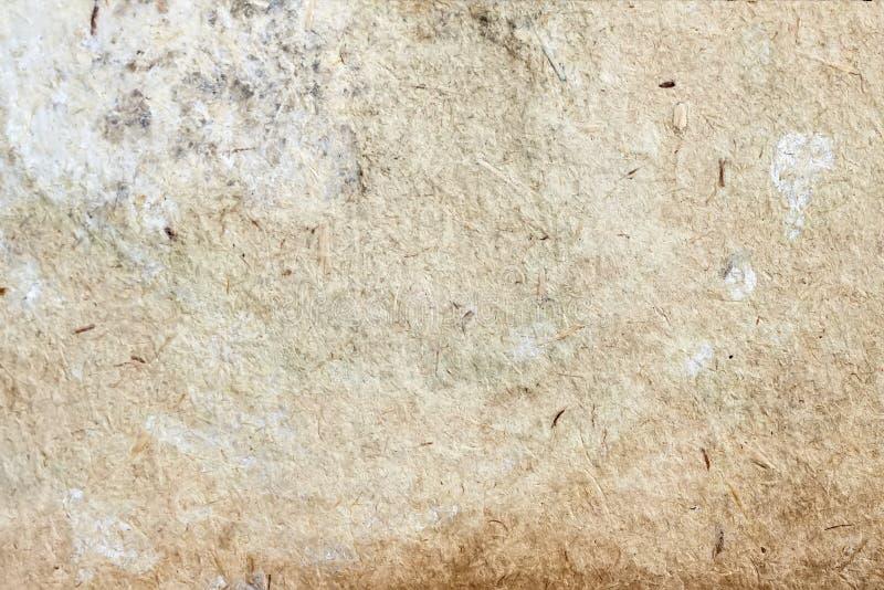 Tekstura stary pleśniowy papier z brud plamami, punkty, włączenie błonnik, brown kartonowy tekstury tło, grunge zdjęcie royalty free