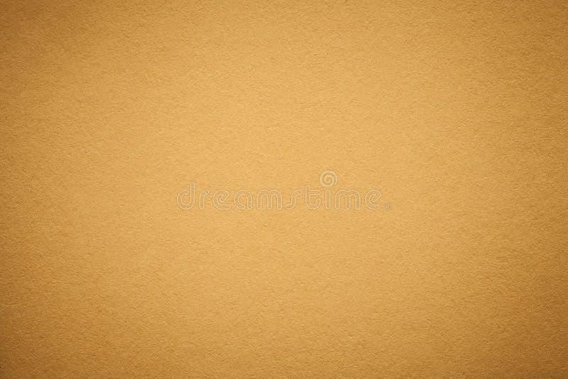 Tekstura stary złoty papierowy tło, zbliżenie Struktura zwarty światło - pomarańczowy karton zdjęcia stock