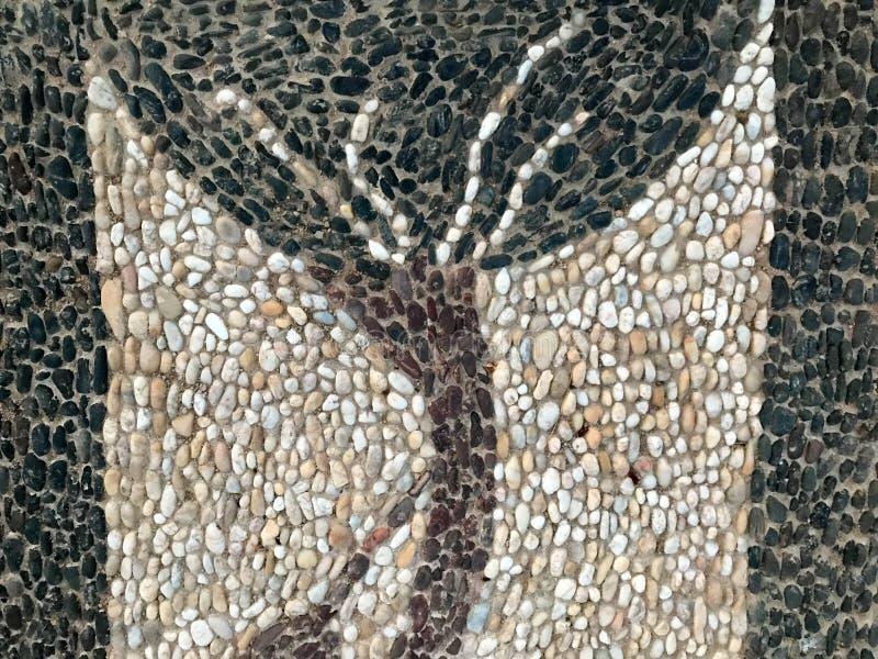 Tekstura stubarwni kamienie różnych kształtów biali czarni ręcznie robiony mali trzony w postaci pięknego drzewa, dekoracja e obrazy stock