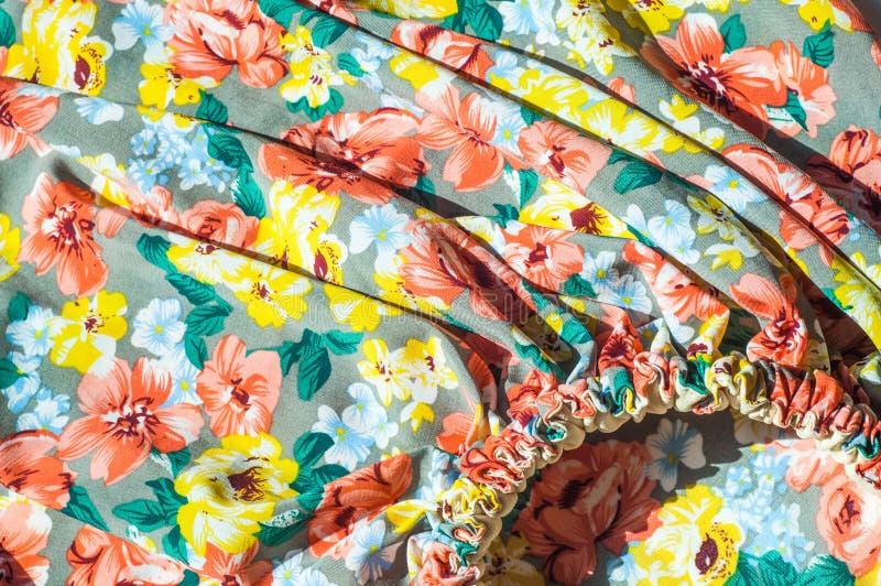 Tekstura, tło, wzór Dziewczyny spódnica Jedwabnicza tkanina z flo fotografia stock