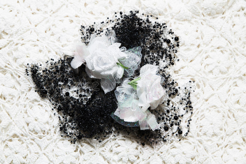 Tekstura tkanina materiał z białymi kwiatami i koralikiem obraz stock