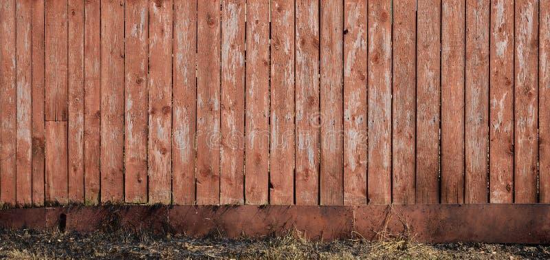 Tekstura wietrzejąca drewniana ściana Starzejący się drewniany deski ogrodzenie pionowo mieszkanie deska zdjęcia royalty free