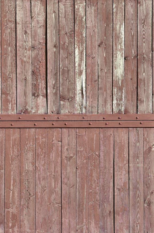 Tekstura wietrzejąca drewniana ściana Starzejący się drewniany deski ogrodzenie pionowo mieszkanie deska fotografia stock