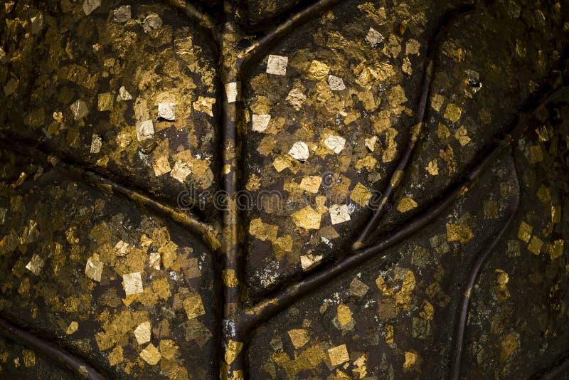 Tekstura złocisty liść, odcisk stopy Buddha z prześcieradłem złocisty liść zdjęcie royalty free