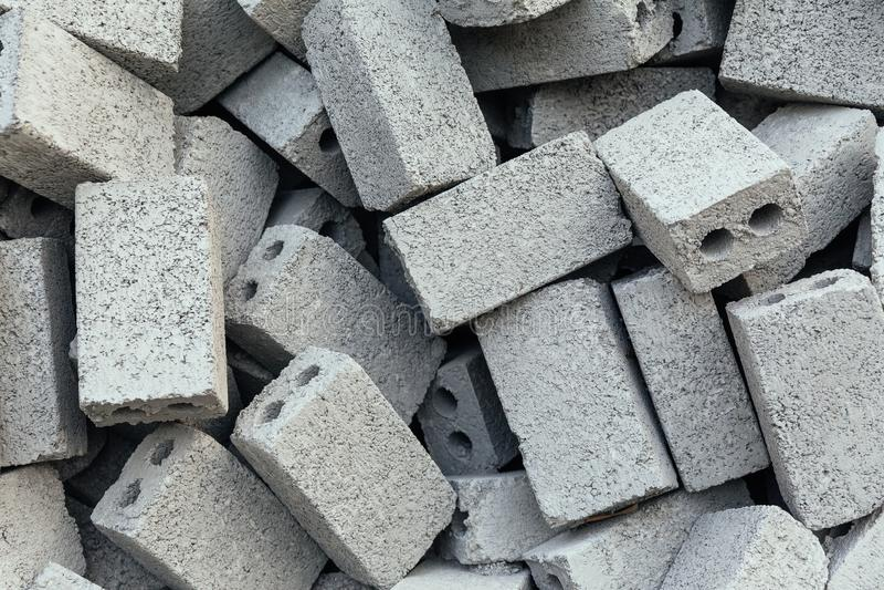 Tekstura zakończenie w górę przypadkowych betonowych cegieł z dwa dziurami przygotowywać dla robić ścianie przy Sa Pa który, Wiet zdjęcia stock