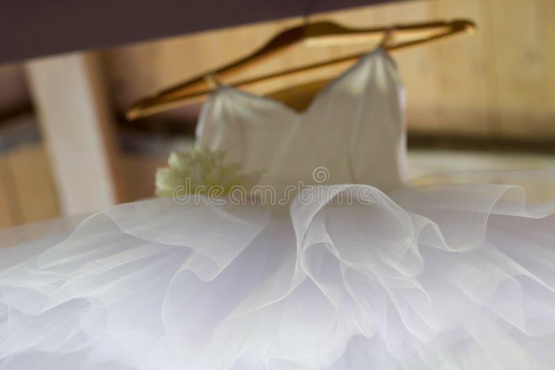 Tekstura zamknięta biały tiul dla białego klasycznego spódniczki baletnicy hangi up zdjęcie royalty free