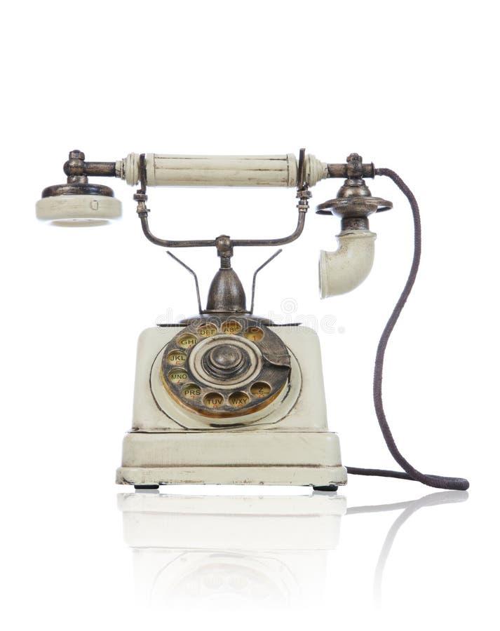 Teléfono antiguo viejo sobre blanco imagenes de archivo