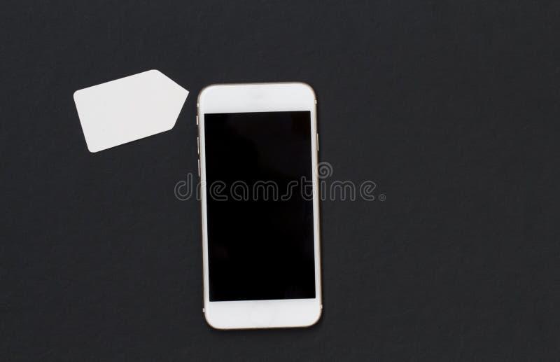 Teléfono blanco con el precio en blanco Smartphone y plantilla de la bandera de la etiqueta de las compras imagen de archivo