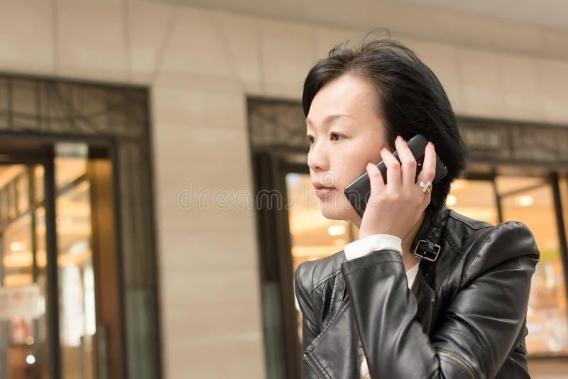 Mujer madura asiática foto de archivo libre de regalías