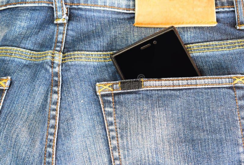 Teléfono en el bolsillo trasero de vaqueros emociones y concepto de /Represents foco de /Selective imagen de archivo libre de regalías
