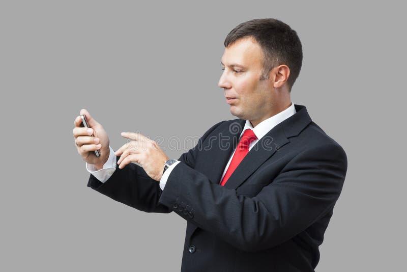 Teléfono móvil del hombre de negocios imagenes de archivo