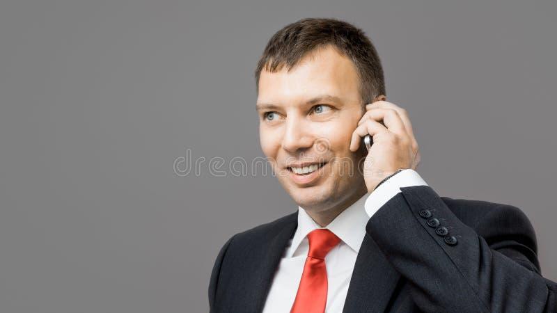 Teléfono móvil del hombre de negocios foto de archivo