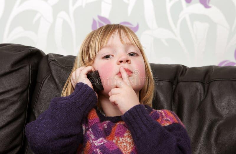 Teléfono móvil del niño imágenes de archivo libres de regalías