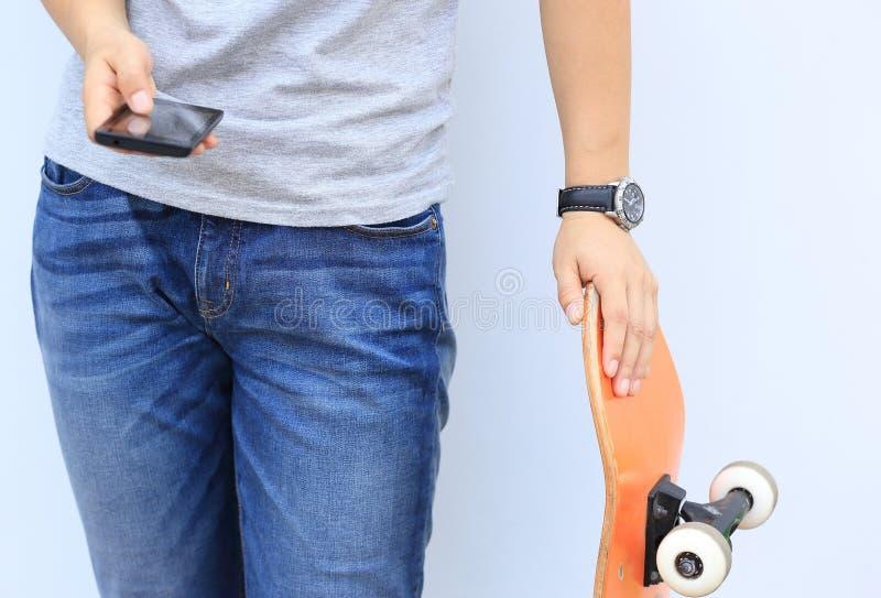 Download Teléfono Móvil Del Uso Del Skater Imagen de archivo - Imagen de ocio, negro: 64209105