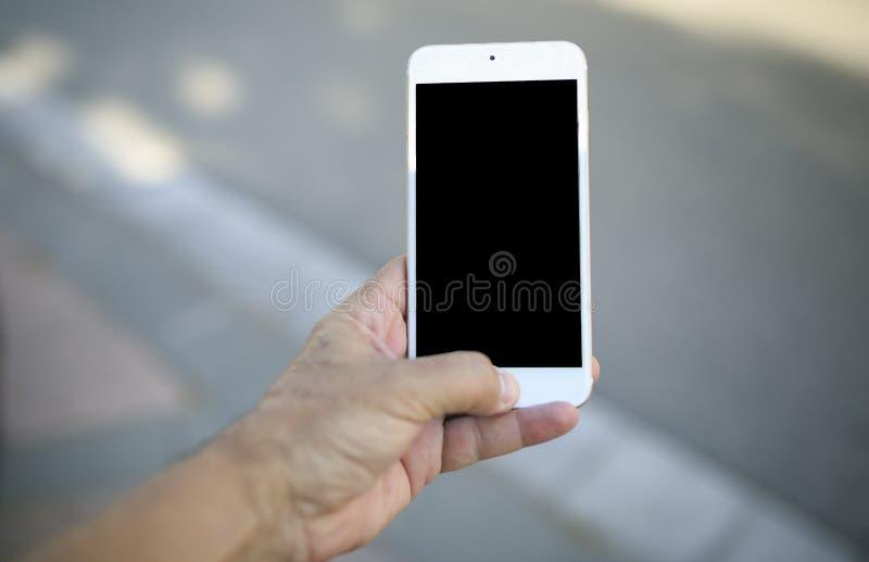 Teléfono móvil en una mano imágenes de archivo libres de regalías