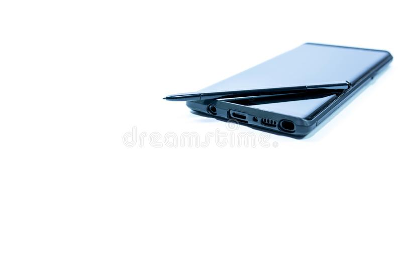 Teléfono móvil moderno con la aguja en tono azul aislada en el fondo blanco foto de archivo libre de regalías