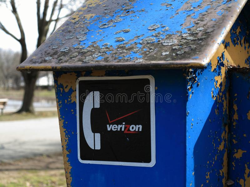 Teléfono público de Verizon foto de archivo