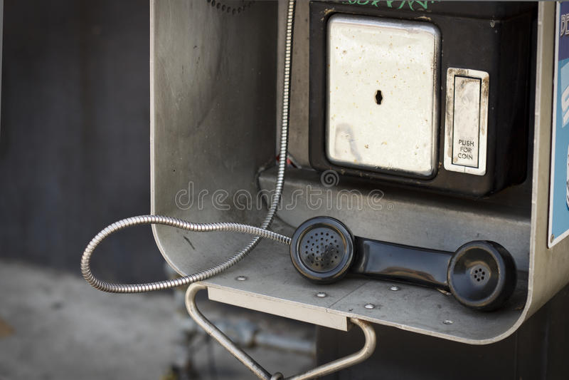 Teléfono público viejo fotos de archivo
