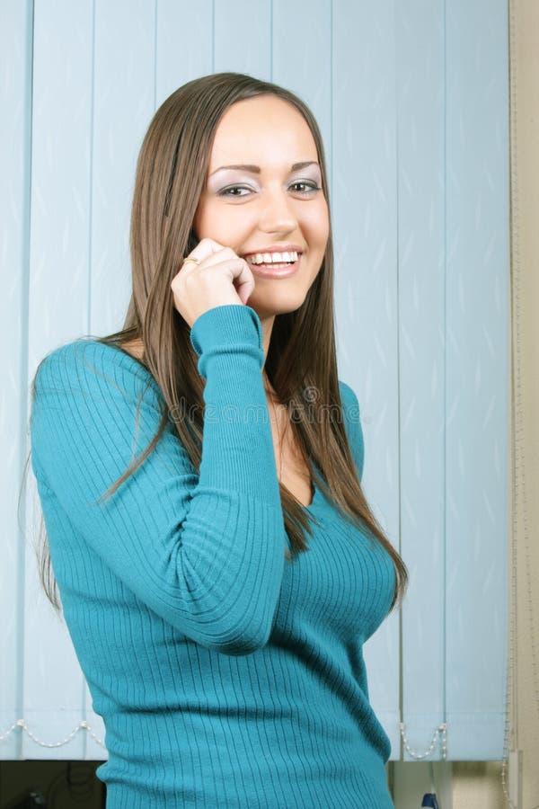 Download Teléfono Que Habla Y Sonrisa De La Muchacha Imagen de archivo - Imagen de gente, hermoso: 7278087