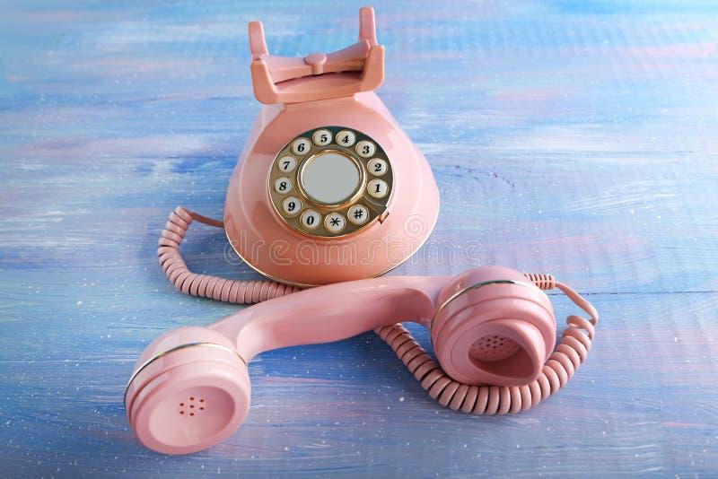 Teléfono retro rosado imagen de archivo