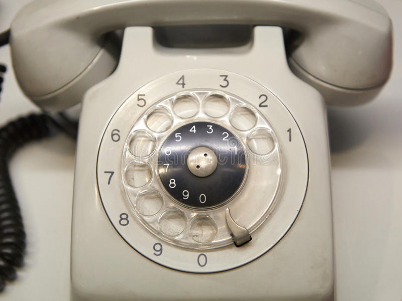 Teléfono usado viejo con el dial rotatorio fotografía de archivo libre de regalías