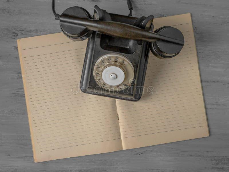 Teléfono viejo negro foto de archivo libre de regalías