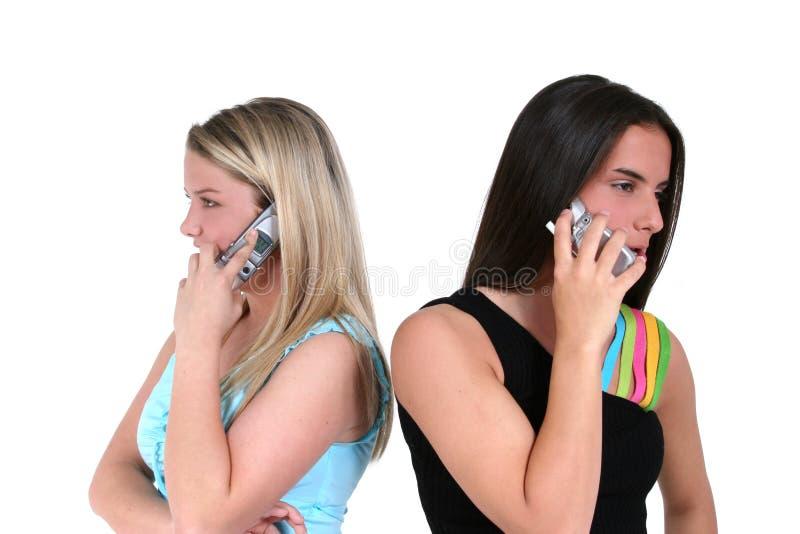 Teléfonos celulares y adolescencias imagen de archivo libre de regalías