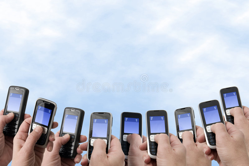 Teléfonos de Mobil - manos y teléfonos imagen de archivo libre de regalías