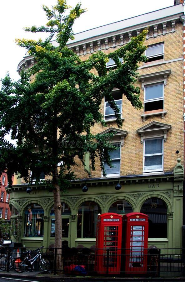 Teléfonos del rojo de Londres foto de archivo