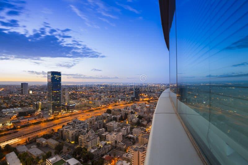 Tel Aviv en la puesta del sol fotografía de archivo