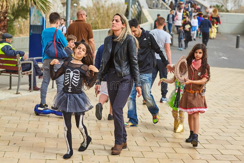 Tel Aviv - 20. Februar 2017: Tragende Kostüme der Leute in Israel d stockfoto
