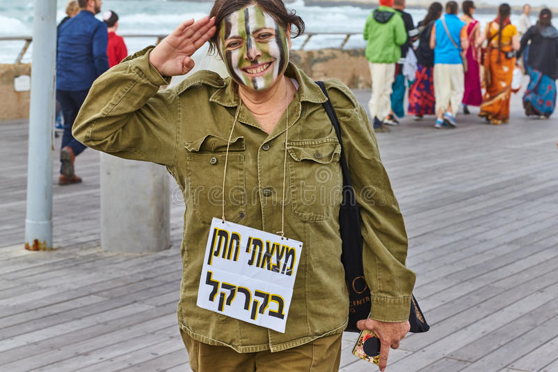 Tel Aviv - 20. Februar 2017: Tragende Kostüme der Leute in Israel d stockbilder