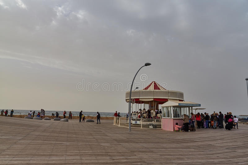Tel Aviv - 20 Februari 2017: Tel Aviv port på den tiden av Puen royaltyfri fotografi