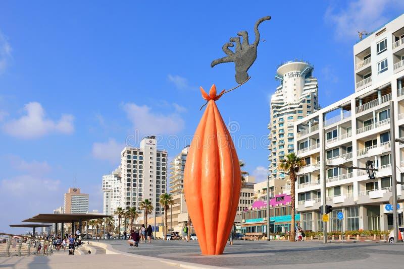 TEL AVIV, ISRAËL APRIL, 2017: Panorama van het openbare strand van Tel Aviv op Middellandse Zee israël stock afbeeldingen